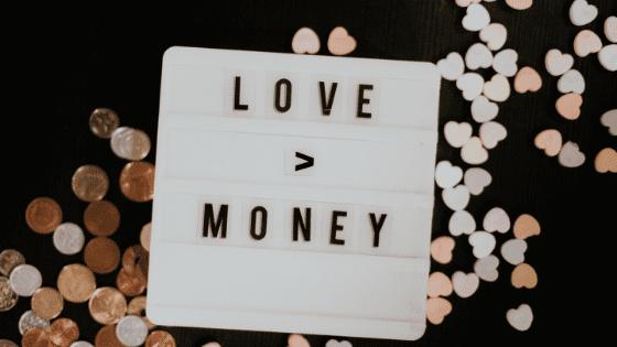 Hoe krijg je een gezonde relatie met geld?